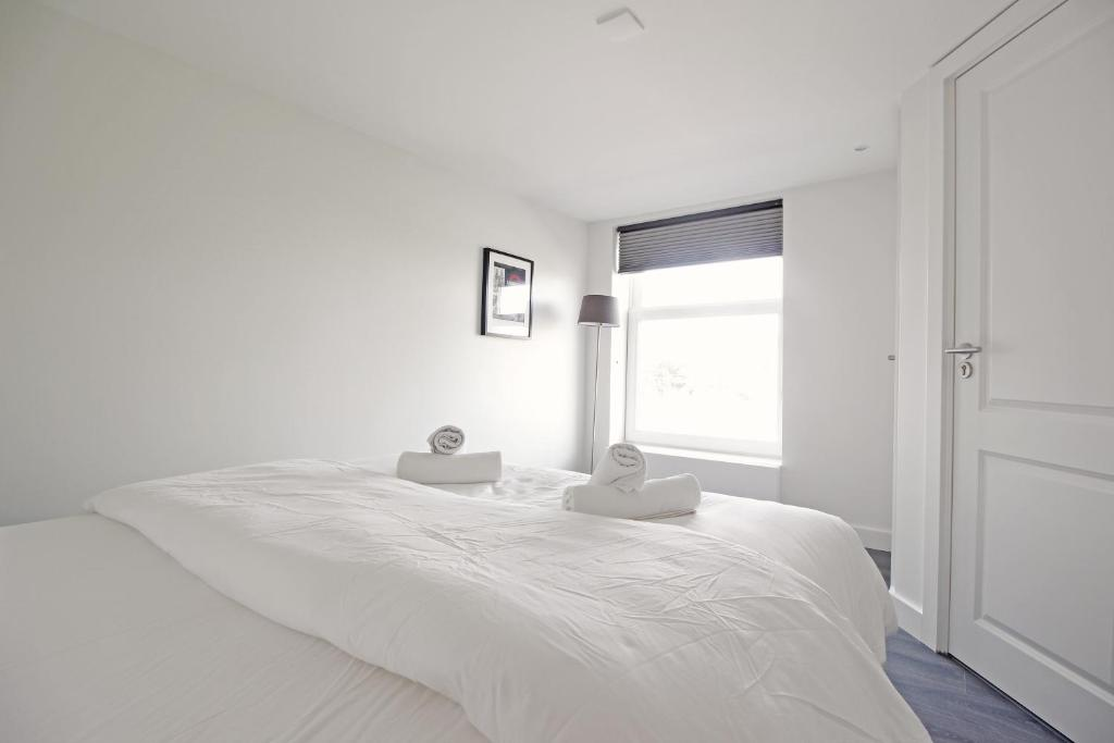 Bright & new apartment with canal view, Amsterdam, Netherlands ...