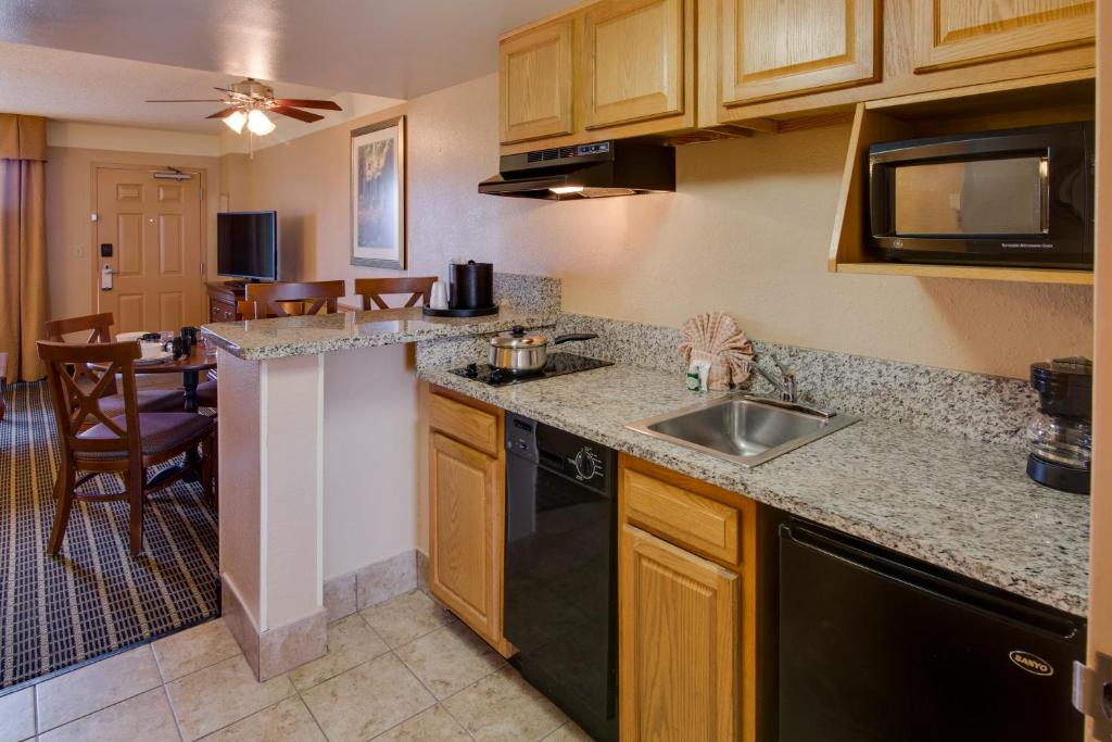 Quality suites orlando kissimmee the royale parc suites orlando gallery image of this property workwithnaturefo
