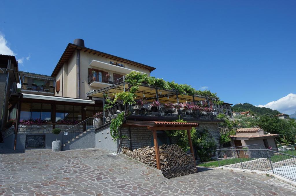 Appartamenti Al Terrazzo, Tignale, Italy - Booking.com