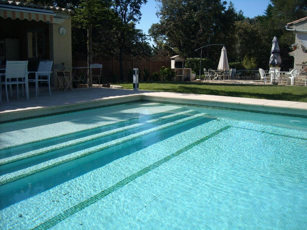 Villa avec piscine priv e au sel uchaux tarifs 2018 for Piscine les herbiers tarif