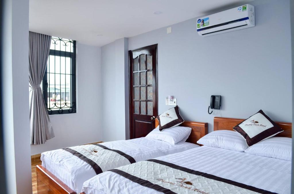 A bed or beds in a room at Phuong Danh Hotel