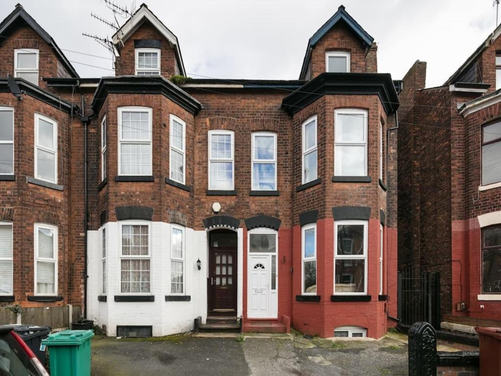 Apartment Chorlton Townhouse, Manchester, UK - Booking.com