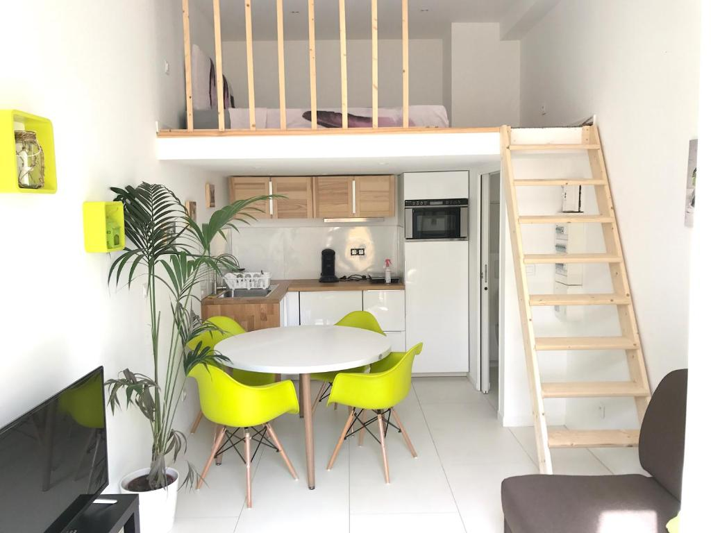 appartement design malmousque marseille france. Black Bedroom Furniture Sets. Home Design Ideas