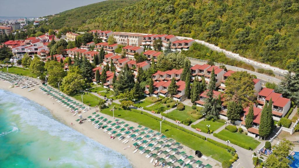 Замечательный курортный комплекс вилл в Болгарии по доступным ценам!