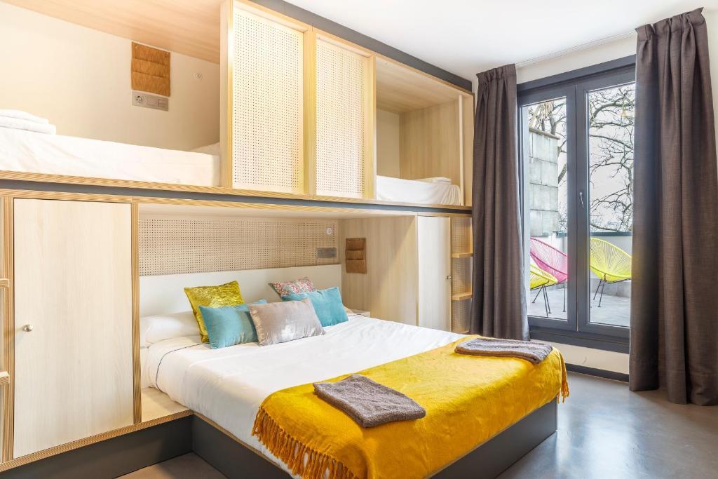 Un pat sau paturi într-o cameră la Koisi Hostel