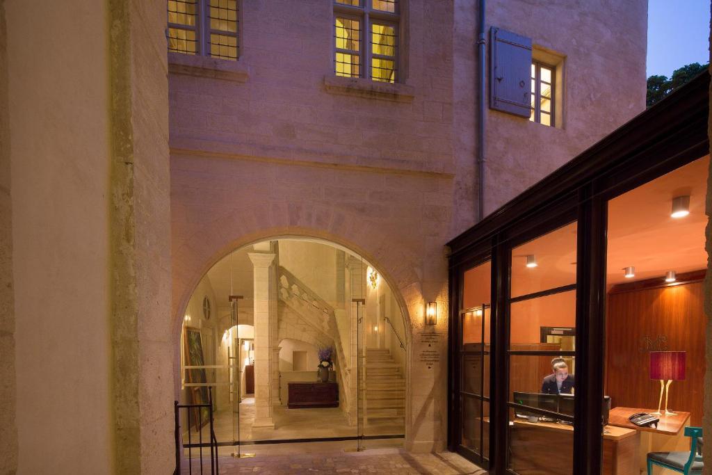 hotel la maison d 39 uz s relais ch teaux france. Black Bedroom Furniture Sets. Home Design Ideas