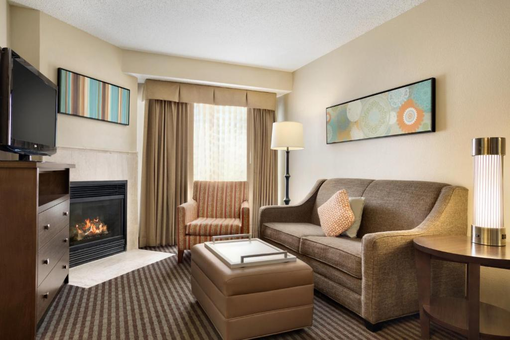 A seating area at Homewood Suites by Hilton Houston-Willowbrook Mall