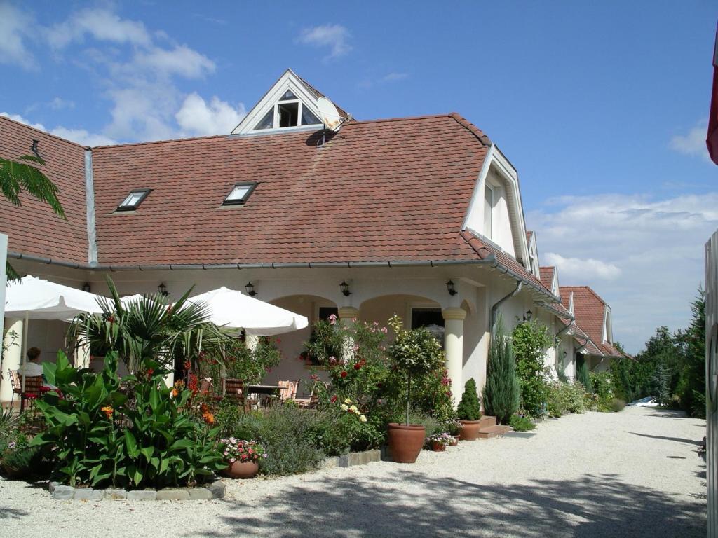 Albergo giardino hotel ungarn balatongyörök booking