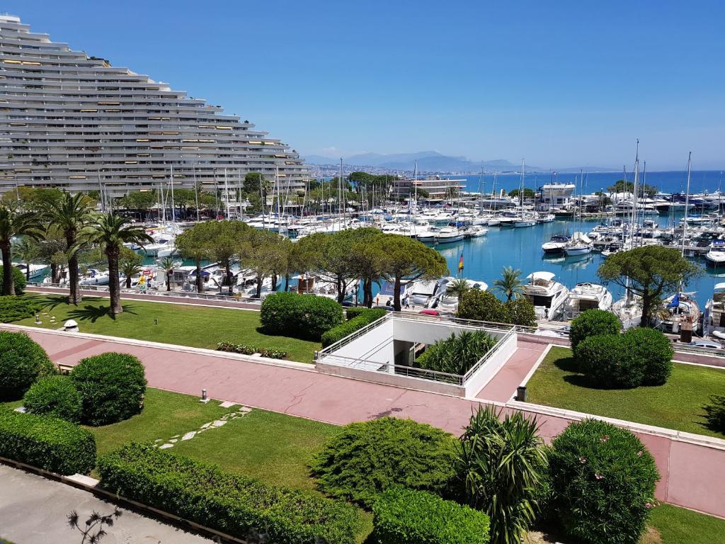 Bar-restaurant en bord de mer près de Nice, Cannes, Cagnes-sur-Mer…