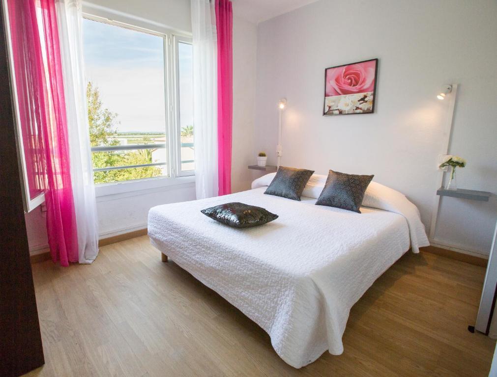 Hotel Le Grand Large Bord Mer PalavaslesFlots France Bookingcom