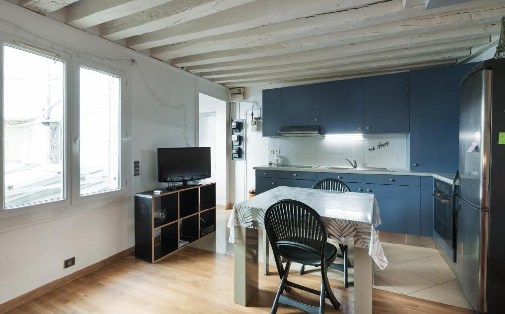 apartment cosy 1br censier daubenton paris france. Black Bedroom Furniture Sets. Home Design Ideas