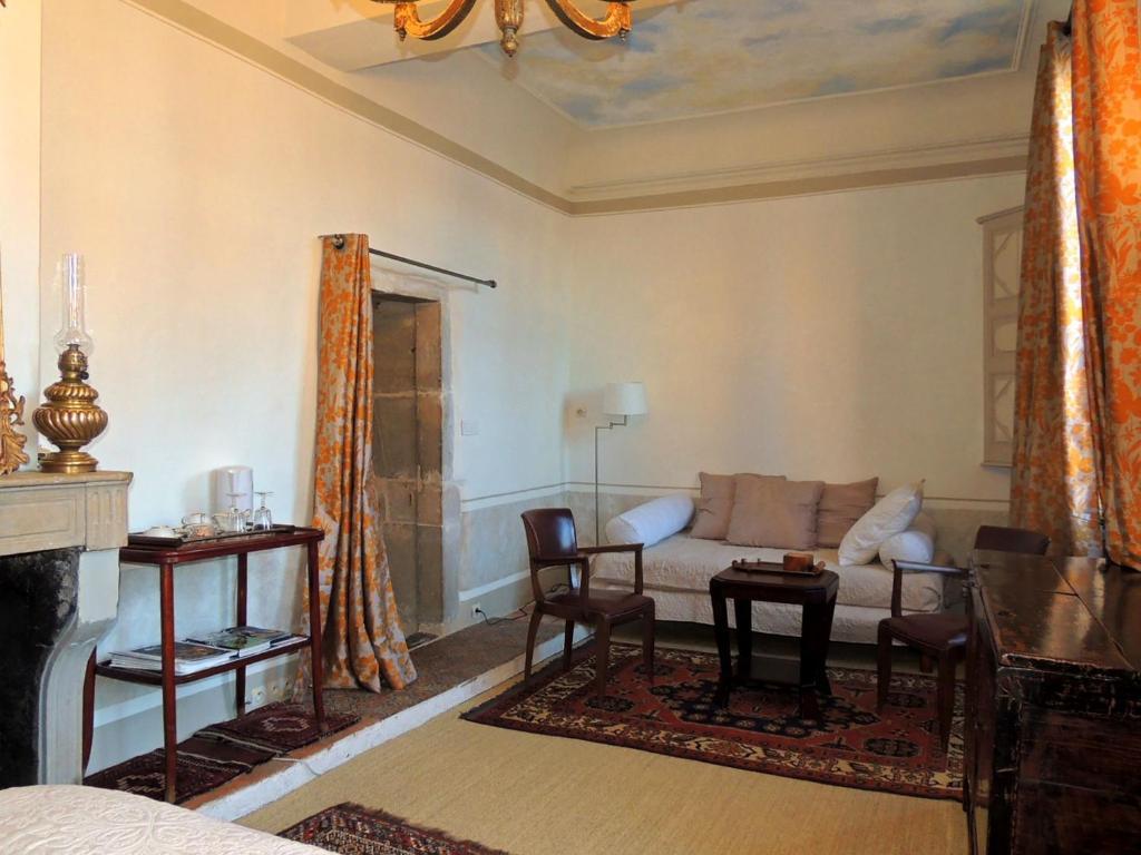 bed breakfast maison romane 1136 frankreich cluny. Black Bedroom Furniture Sets. Home Design Ideas