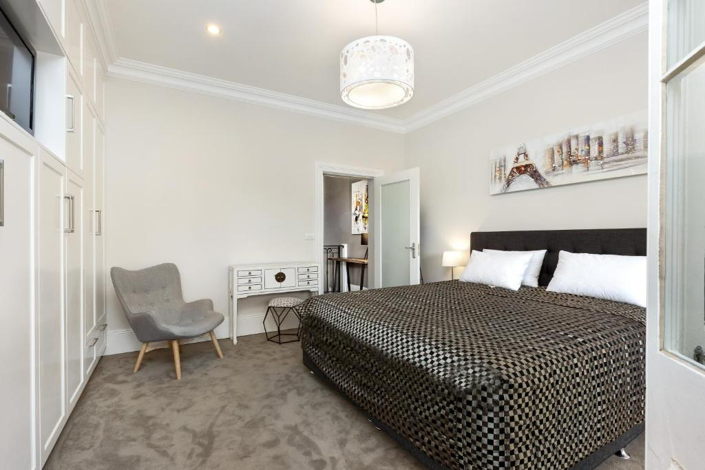 Vacation Home Glebe Modern 3 Bedroom House (98 ST, Sydney, Australia ...