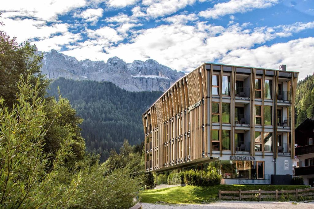 Mountain design hotel eden selva w ochy selva di val for Booking design hotel