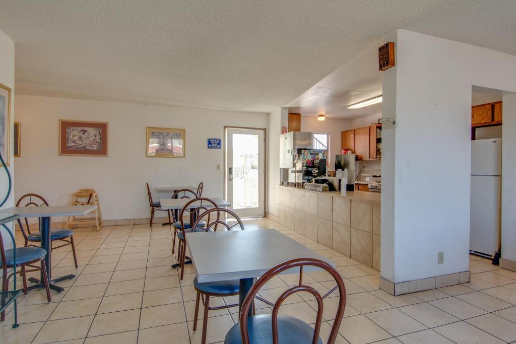 Bridgeway Inn & Suites, Redding, CA - Booking.com