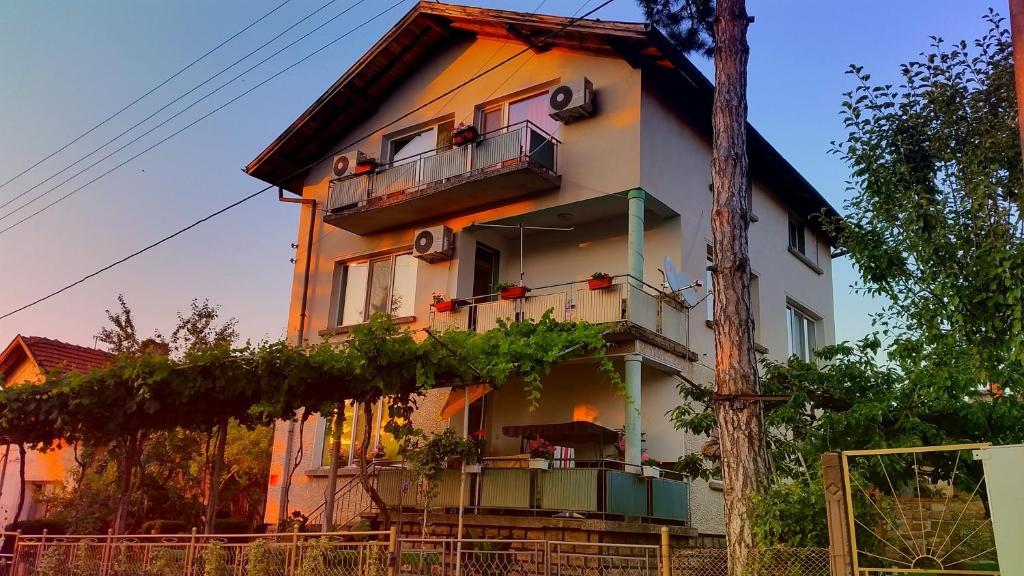 купить гостевой дом в болгарии этом сцене
