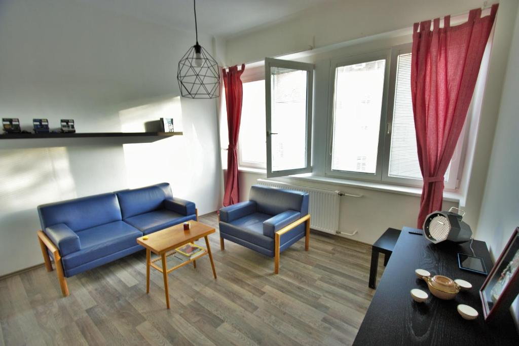A seating area at Best view apartment