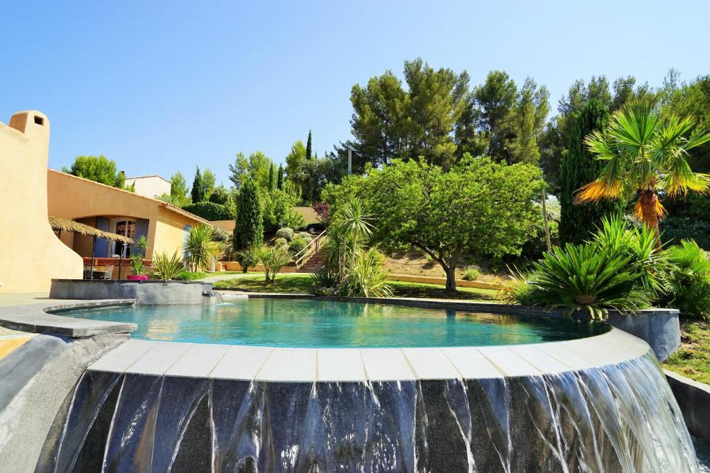 La maison des amis avec piscine et jacuzzi le beausset tarifs 2018 - Hotel avec piscine et jacuzzi dans la chambre ...