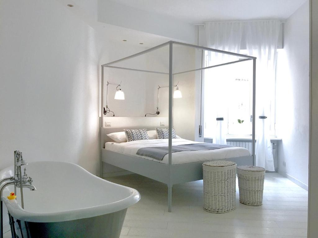 A bed or beds in a room at Collection Apartment - Milan