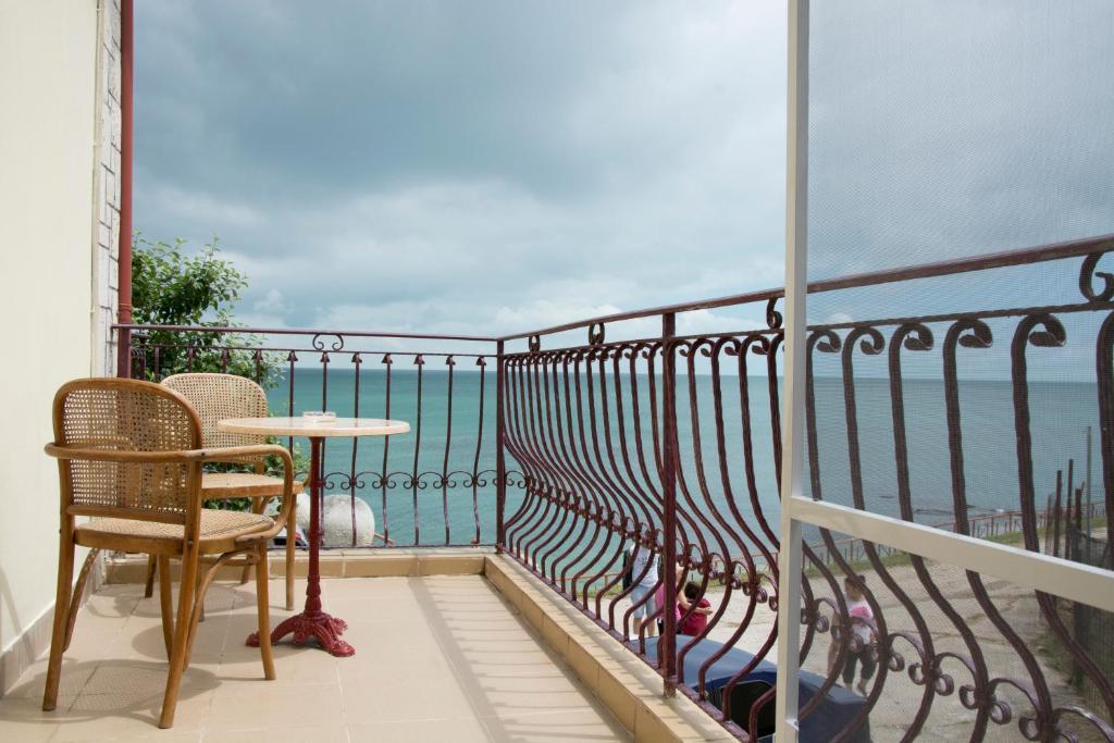 A balcony or terrace at Vila Rasarit de Soare
