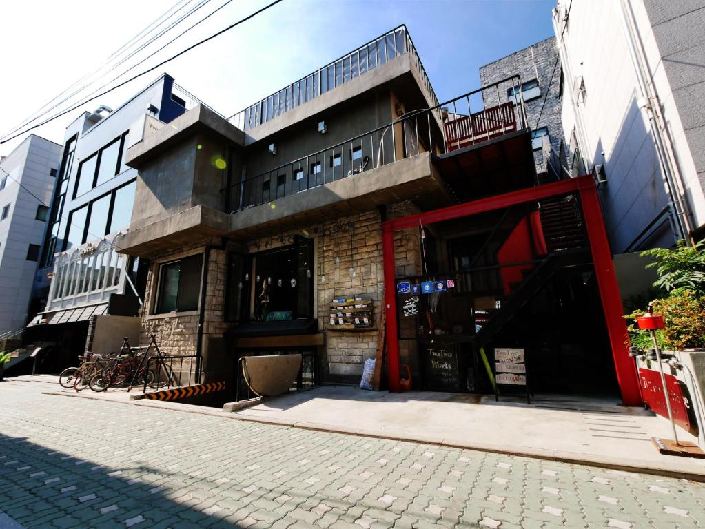 Guesthouse twotwo house seoul south korea - Mansions in south korea ...