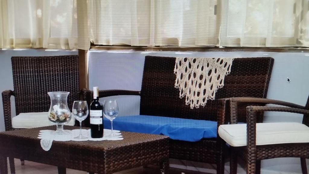 о пляжа можно дойти всего за 1 минуту. Отель AnnaMare находится в районе Ривабелла города Римини, в 150 метрах от пляжа. К услугам гостей номера с кондиционером и балконом, ресторан с баром и бесплатный прокат велосипедов.