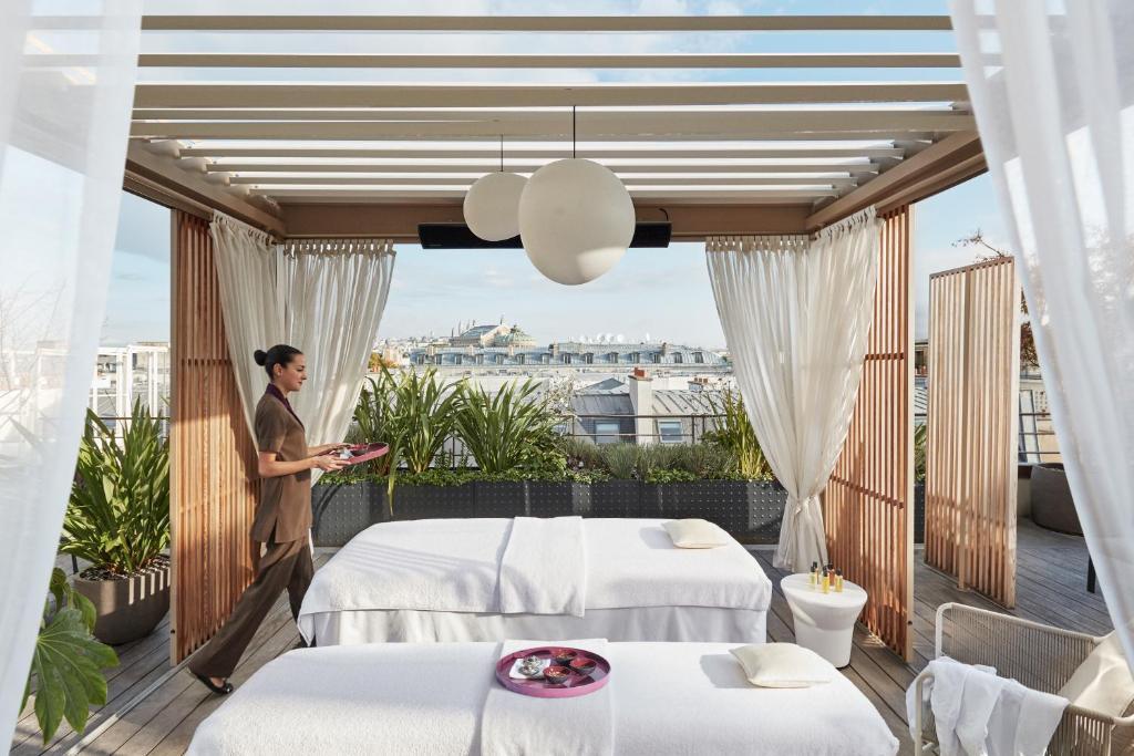 hotel mandarin oriental paris france. Black Bedroom Furniture Sets. Home Design Ideas