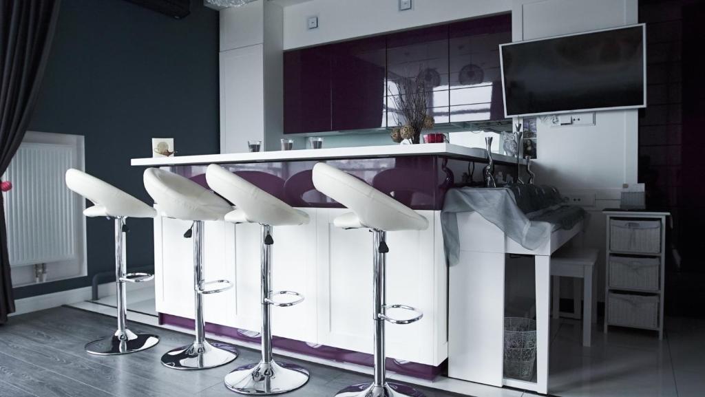 A kitchen or kitchenette at Luxury 1 bedroom on Boykivska