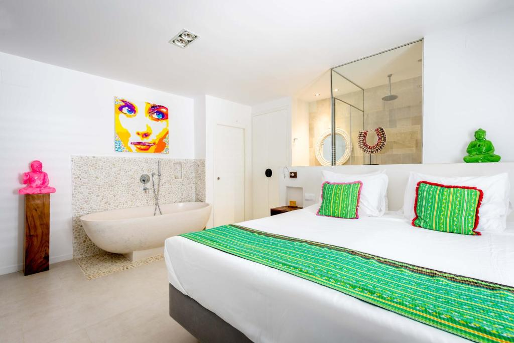 boutique hotels in santa eularia des riu  22