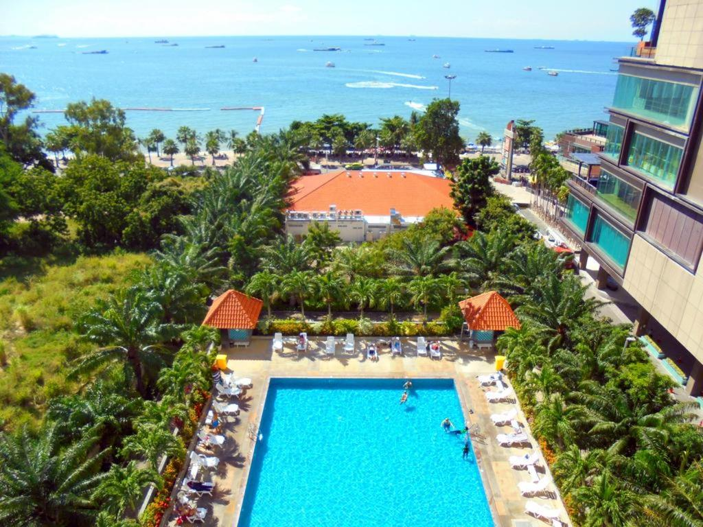 A view of the pool at The Best of view talay 6 or nearby