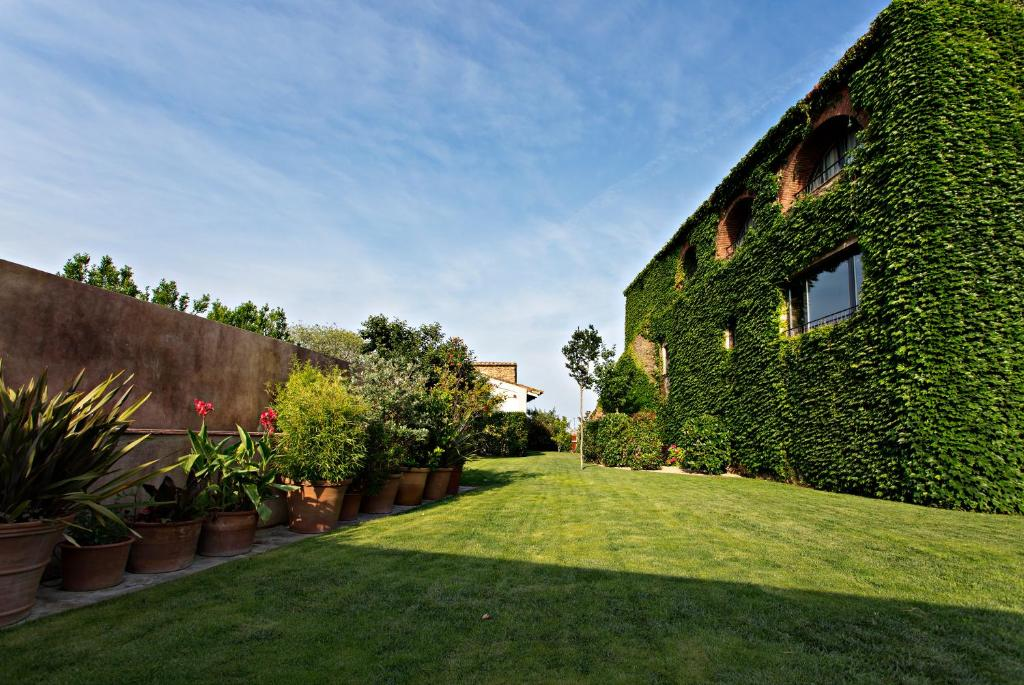 hotels with  charm in casavells  3