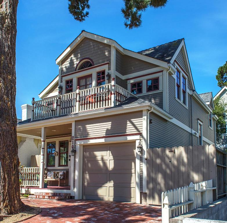asian single men in pacific grove Pacific grove is the hometown to buy property in if you are looking for breathtaking beauty, a multitude of recreational activities, low traffic, a comfortable climate and an outstanding long-term investment.