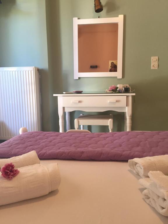 Ένα ή περισσότερα κρεβάτια σε δωμάτιο στο Georgakis George Rooms