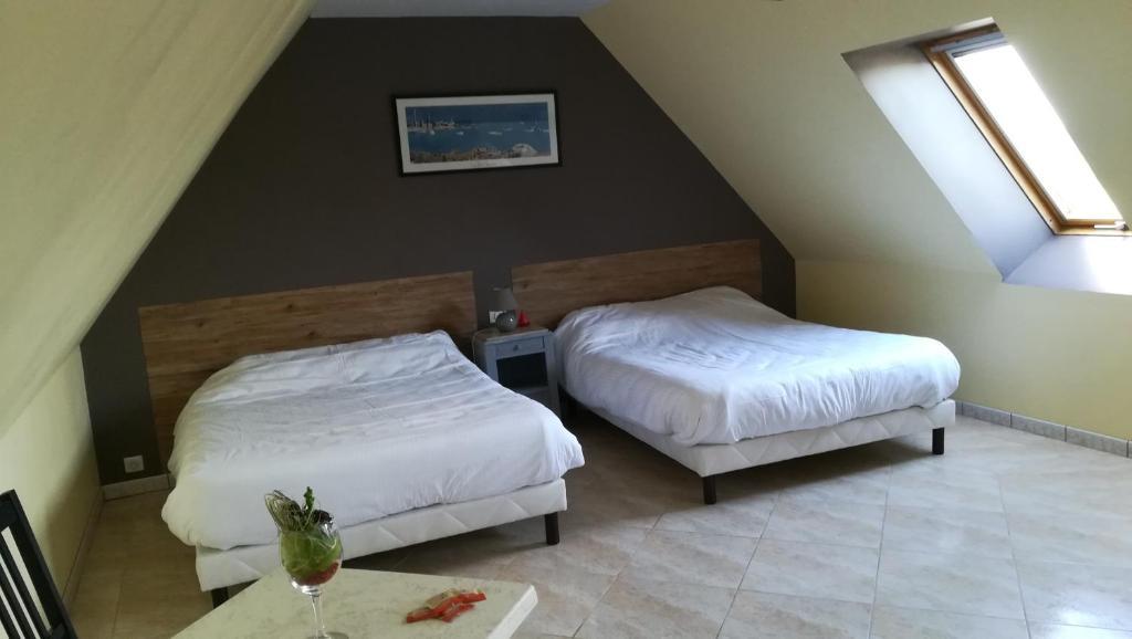A bed or beds in a room at Le Marquis De La Guintre