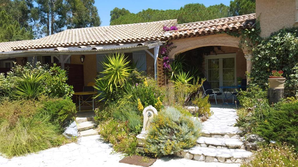 La Villa Les Hespérides (Frankreich Grimaud) - Booking.com