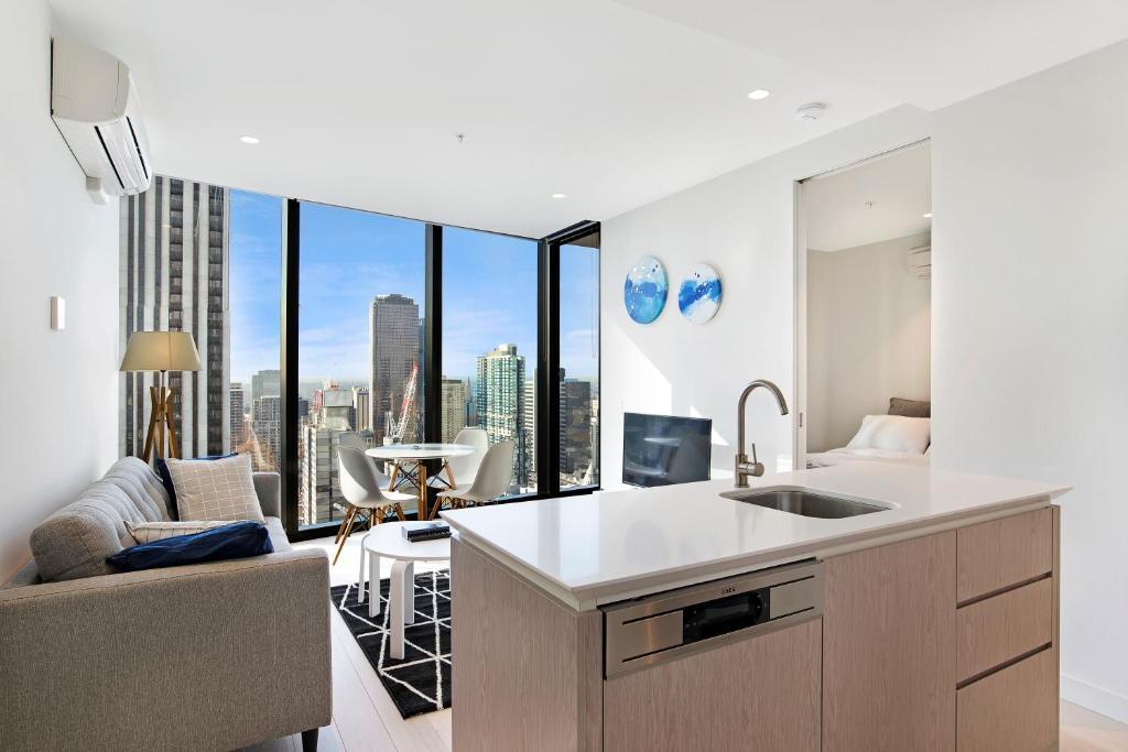 IFSTAYS EQ Tower - New Apartment in, Melbourne, Australia ...