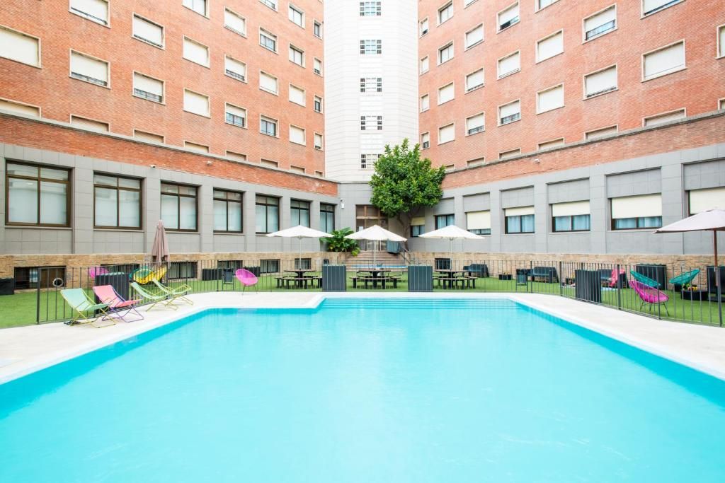 The swimming pool at or near Residencia Universitaria Barcelona Diagonal