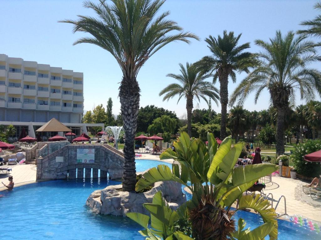 Замечательный отель 4* для семейного отдыха на Кипре!