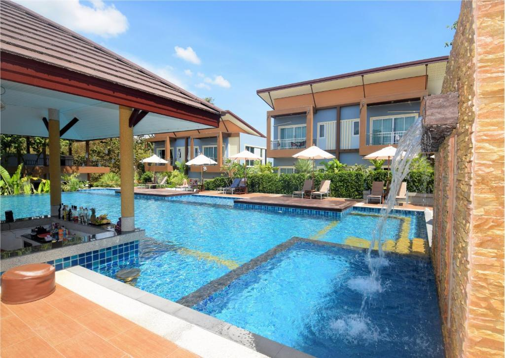 The swimming pool at or close to Phutara Lanta Resort - Koh Lanta