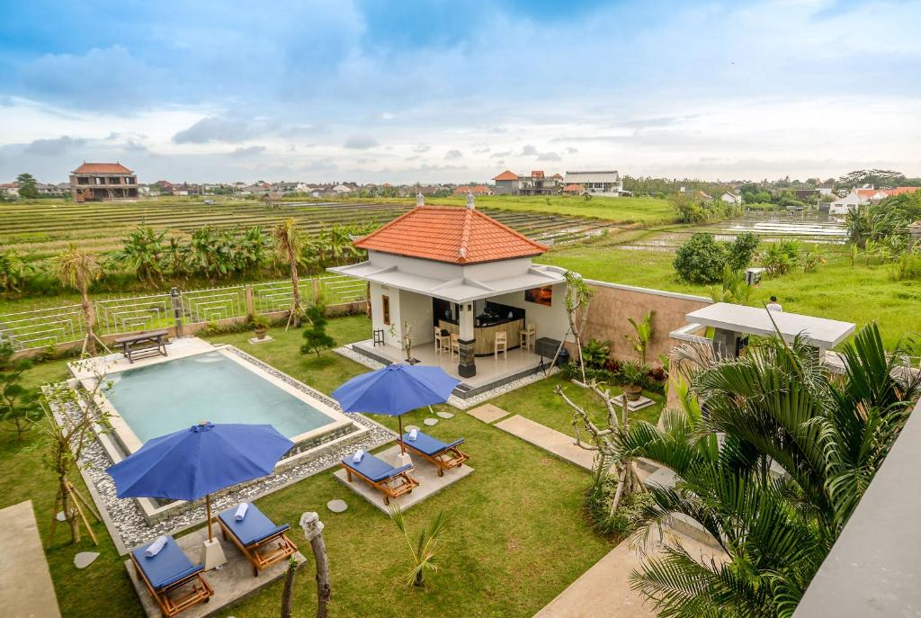 A view of the pool at Pondok Canggu Homestay or nearby