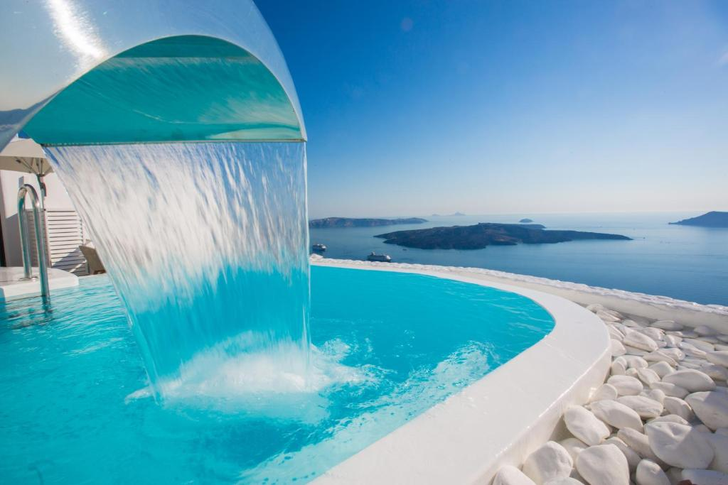 Chic hotel santorini firostefani greece for Hotels santorin