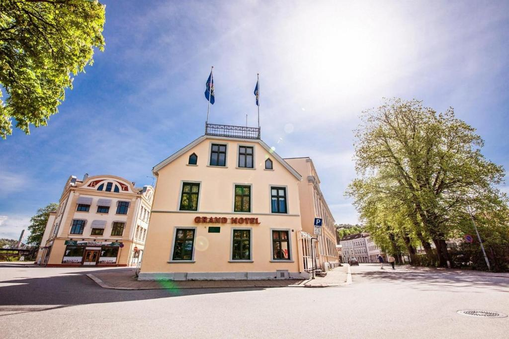 Bilderesultat for grand hotel halden