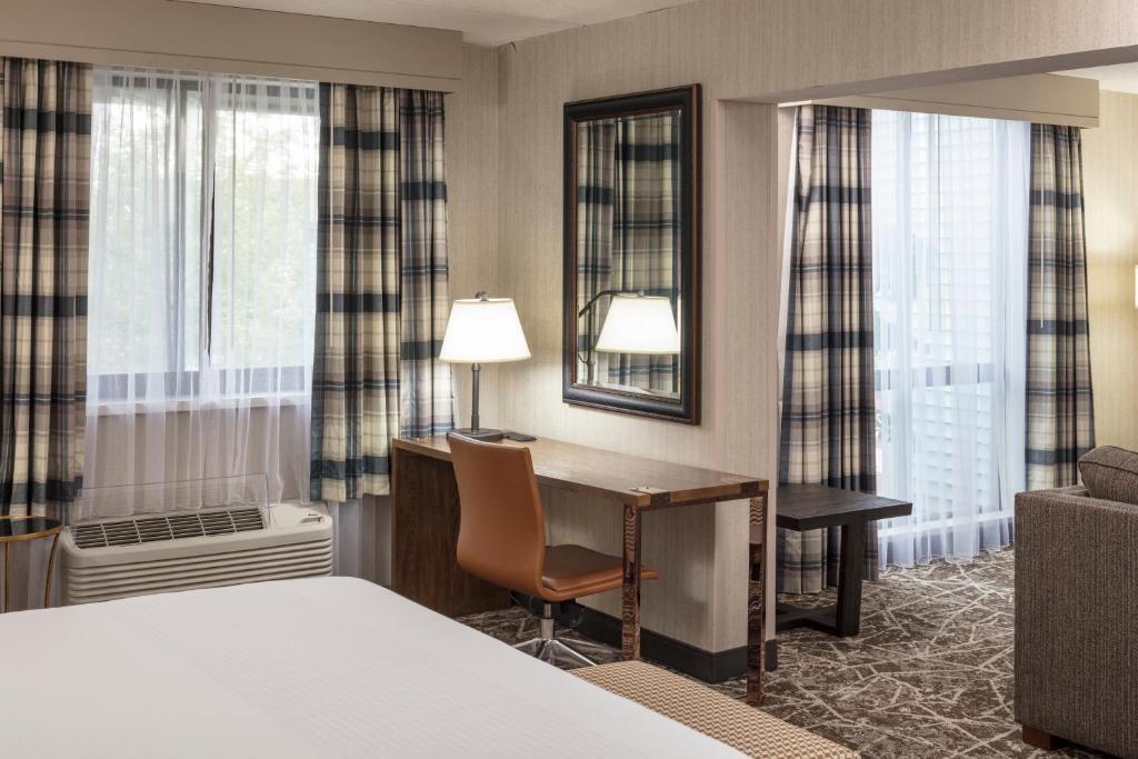 Radisson Hotel Plymouth Harbor