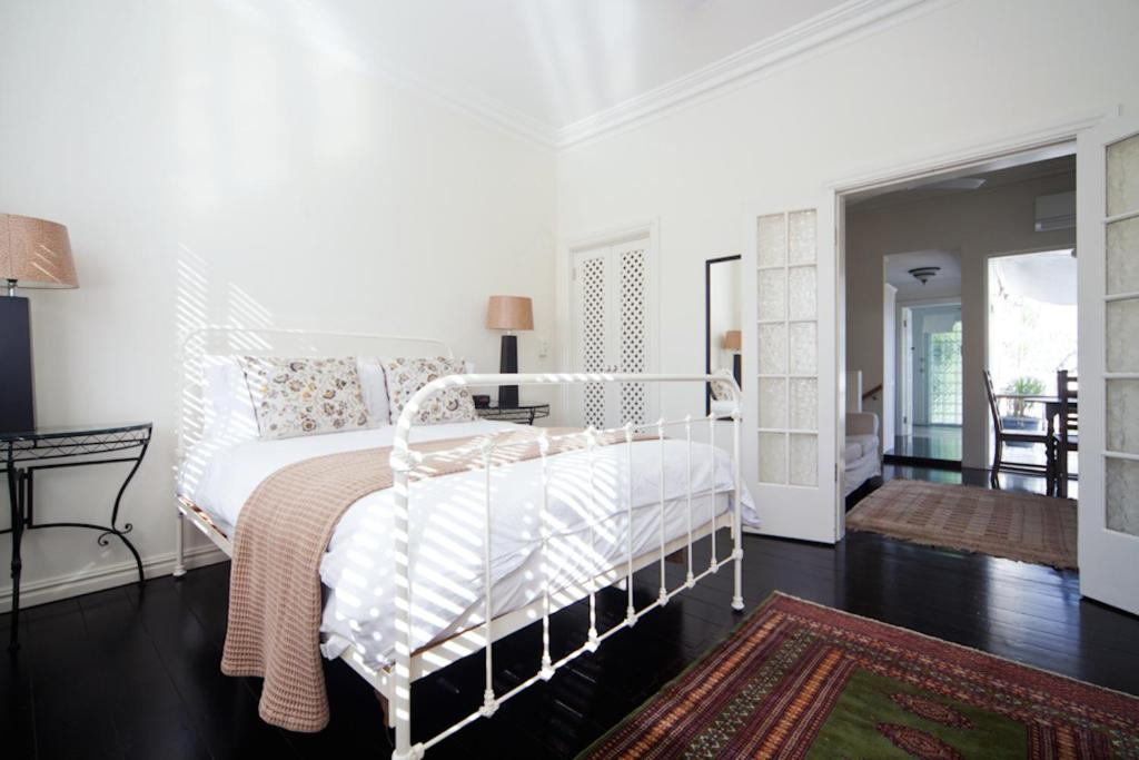apartment beautifully decorated 1 bed mpt67a, sydney, australia