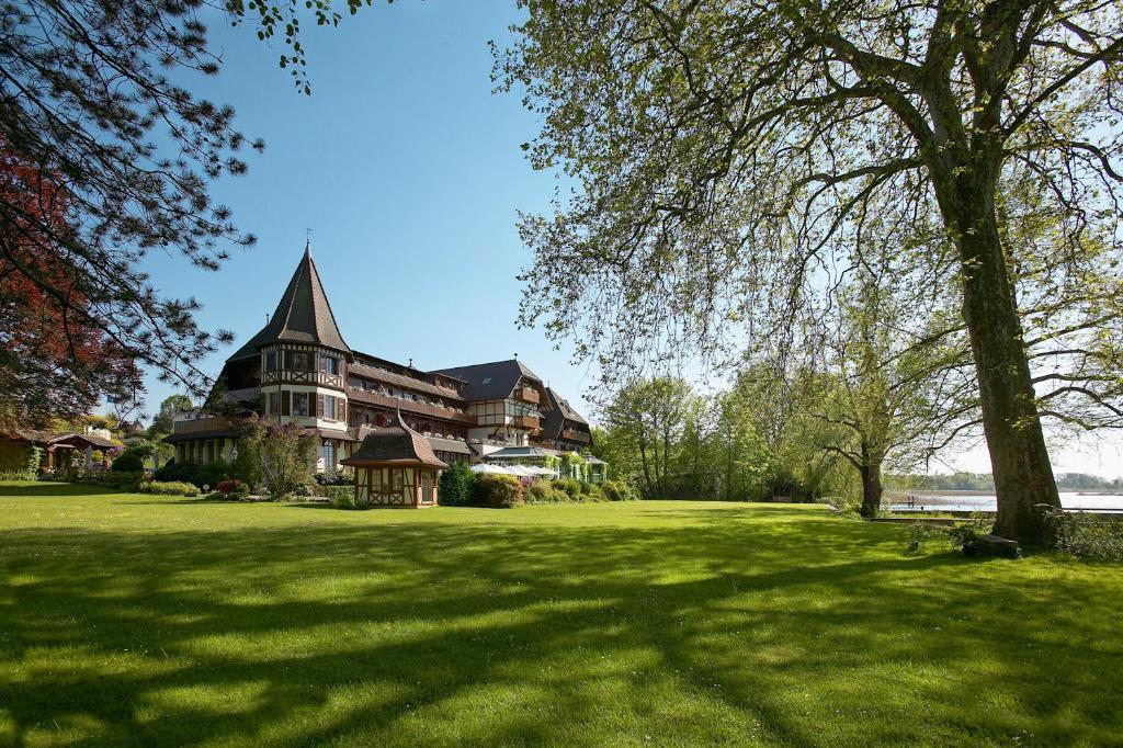 H tel le vieux manoir au lac suisse morat for Le jardin morat
