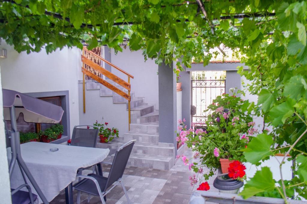 Ваканционна къща Guesthouse Juli - Сапарева Баня