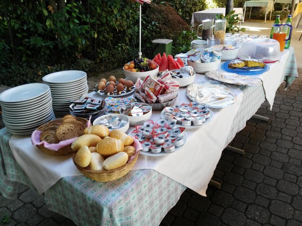Breakfast options available to guests at Albergo Villa Eva