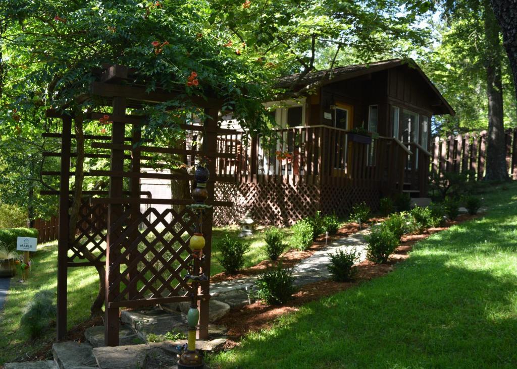 Inn The Woods Cabins Eureka Springs Ar Bookingcom
