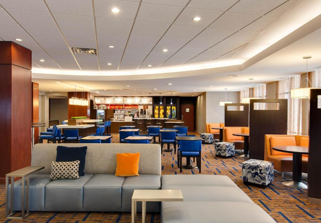 Courtyard By Marriott Chicago Schaumburg Woodfield Mall USA Deals