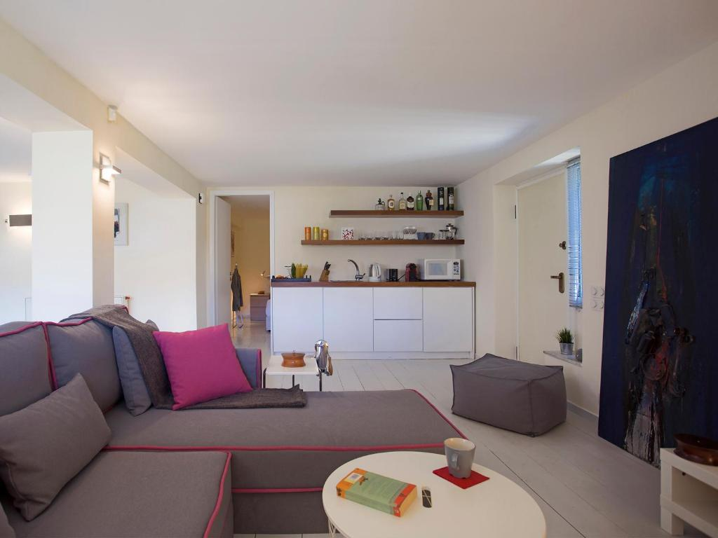 Studio Minimal apartment posh & minimal studio, athens, greece - booking